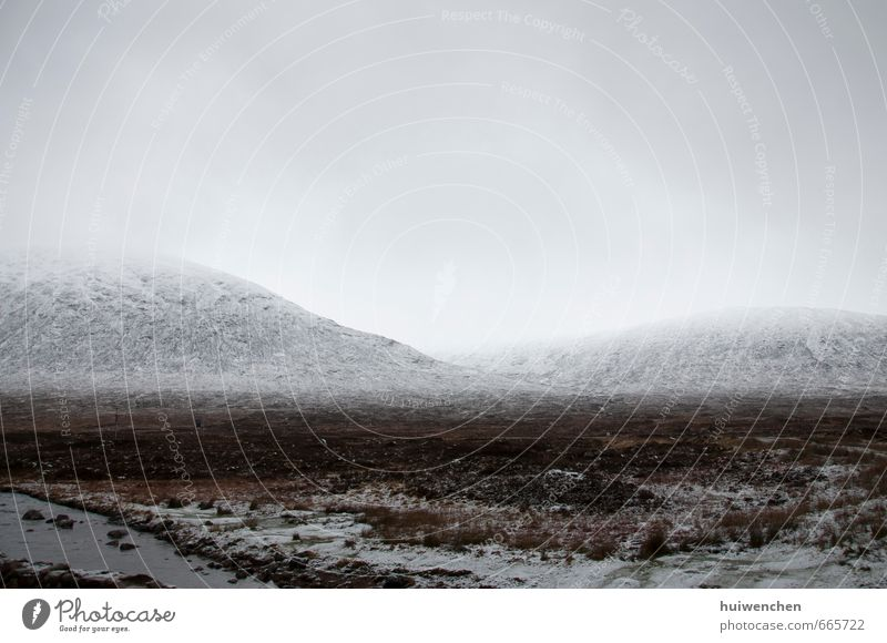 Freifläche Natur Landschaft Himmel Wolken Horizont Winter Nebel Schnee Feld Felsen Berge u. Gebirge Schneebedeckte Gipfel Fluss authentisch groß Unendlichkeit