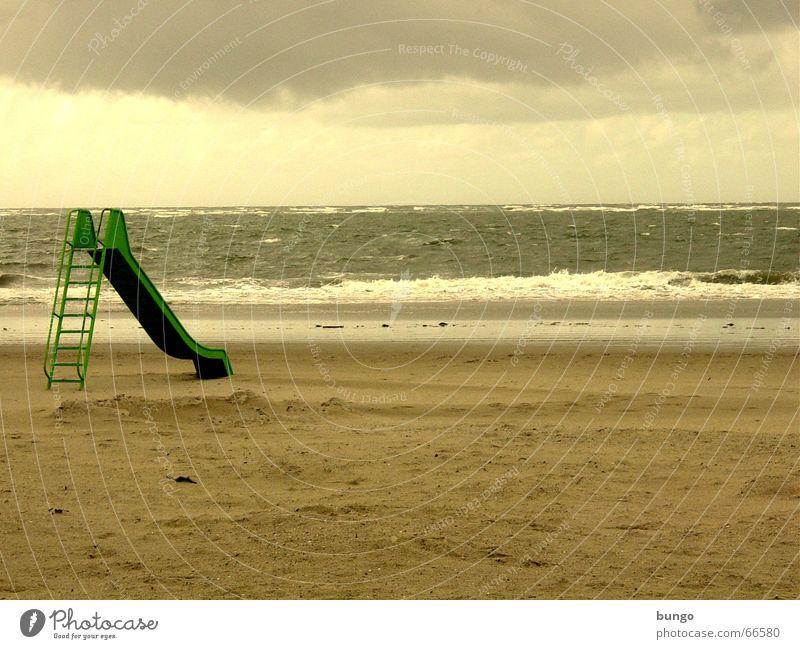 desiderium Langeoog Rutsche grün braun Unwetter Wolken Meer See Wellen Strand Sandstrand Ferien & Urlaub & Reisen Einsamkeit Langeweile Spielplatz Sehnsucht