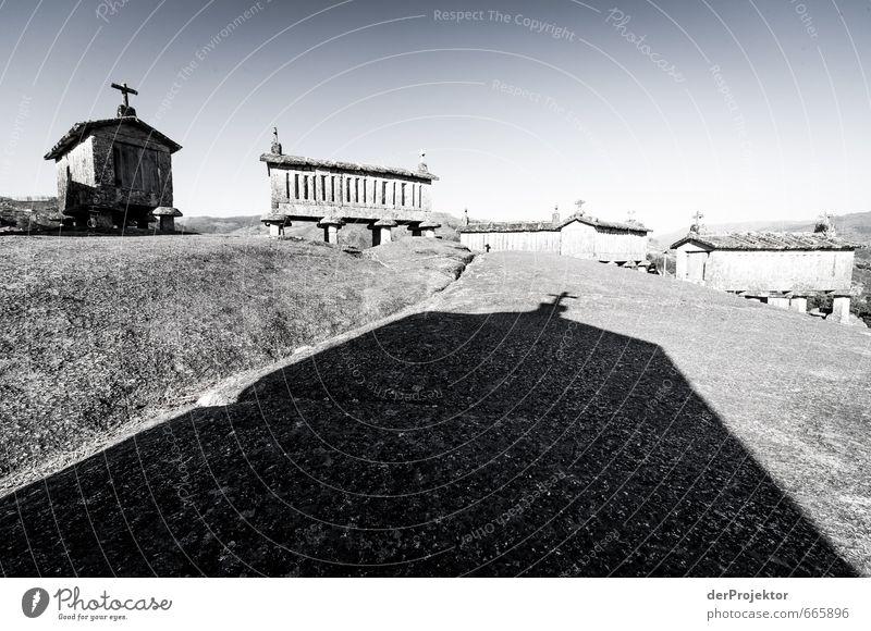 Friedhof der Früchte - Hórreo - Speicher für Feldfrüchte Himmel alt Sommer Wand Gefühle Reisefotografie Architektur Gebäude Mauer Felsen Stimmung Kraft