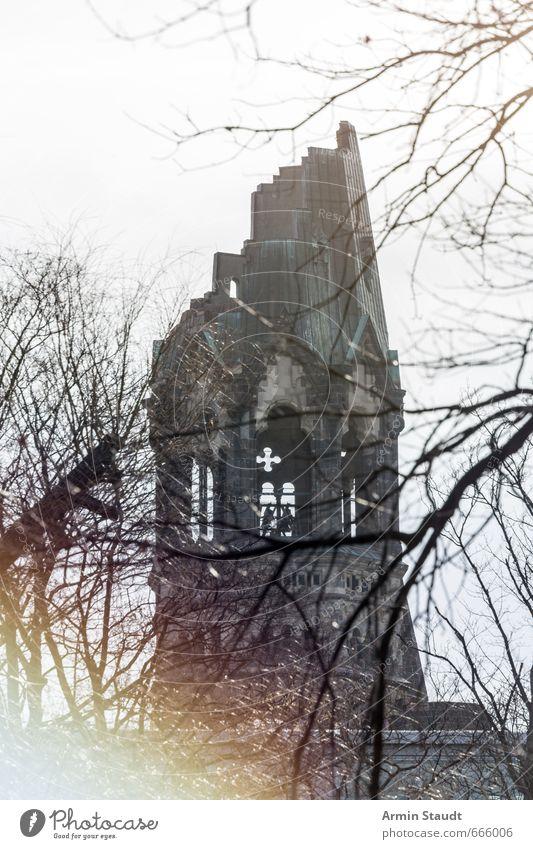 Kaiser Wilhelm Gedächtnis Kirche Berlin alt Stadt Baum Winter Architektur Gebäude grau Stimmung Turm Hoffnung Trauer historisch Glaube Bauwerk Denkmal