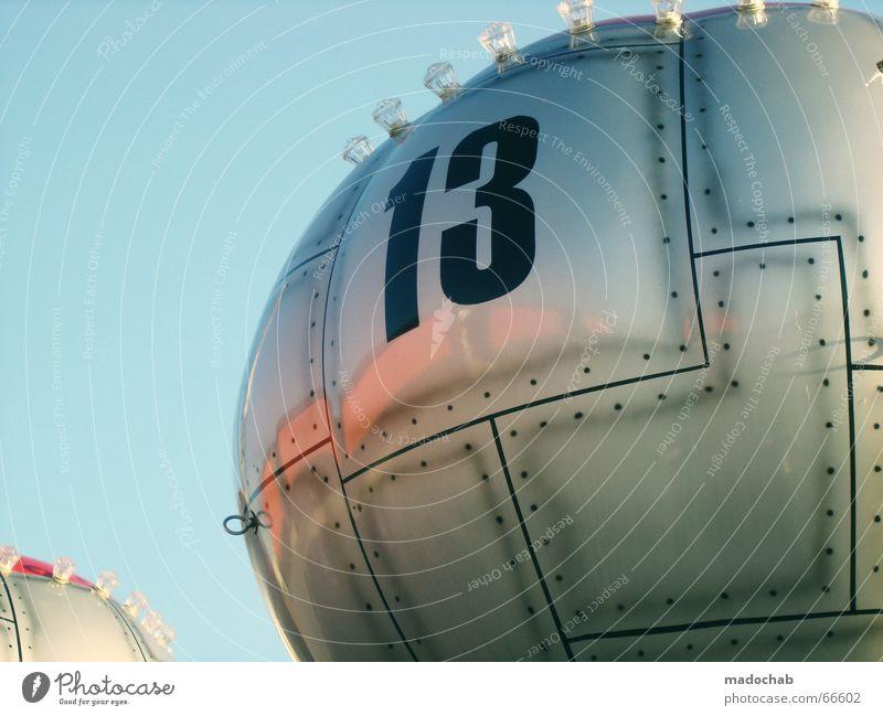 DIE WILDE 13 Futurismus Jahrmarkt glänzend Oberfläche Fahrgeschäfte Ziffern & Zahlen Luftballon Niete Metall silber rund graphisch Bildausschnitt Anschnitt