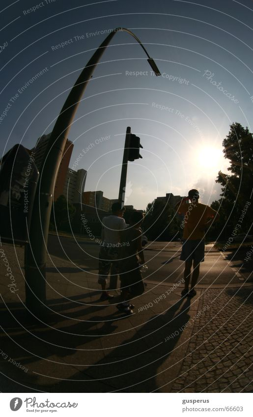 { SchattenGestalten } Licht heimwärts Stadt welt wie ich sie sehe Verzerrung Sonne Abend lange schatten Erde wohin? mehrere Leben Mischung going home world