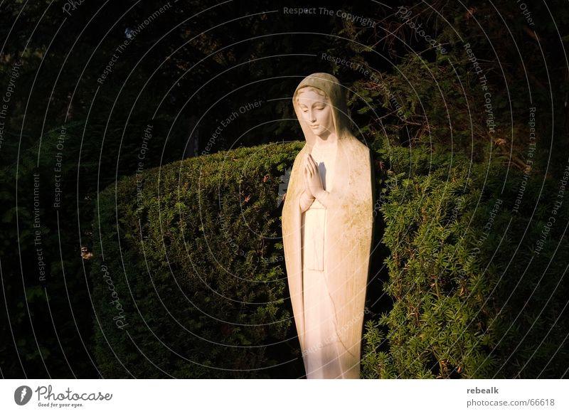heiligenschein ruhig Gefühle Tod Traurigkeit Religion & Glaube Kraft Trauer Frieden Vergänglichkeit Statue Verzweiflung Gebet Skulptur Sorge