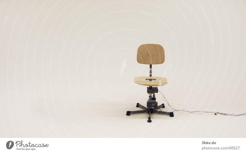 Motus 01 Sitzgelegenheit Holzstuhl Wand Freisteller Stil Handzettel Stuhl sitzen Schwarzweißfoto foschung forschungsobjekt Technik & Technologie hey key
