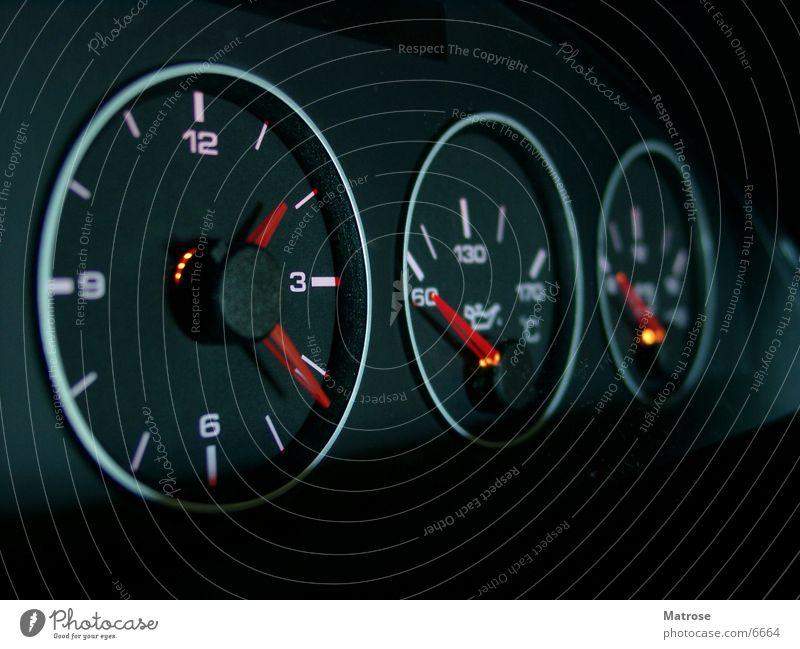 Rundinstrumente Uhr Tachometer Benzin Elektrizität Dinge PKW Musikinstrument