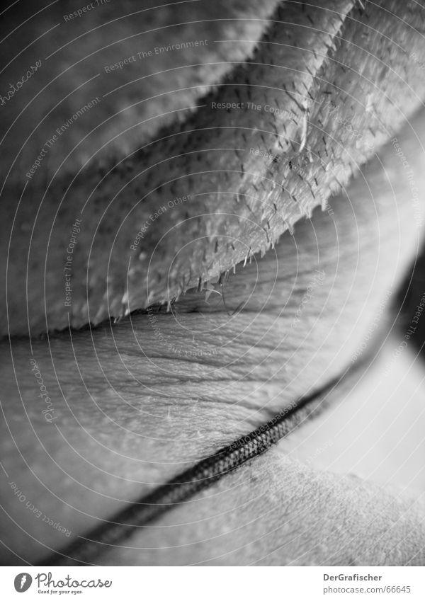 vorher ... Doppelkinn Kinn Bart unrasiert Monochrom Morgen aufstehen Spiegel Kosmetik Mann Herr Schwarzweißfoto Bad unvorteilhaft Hals Falte Haut Stoppel
