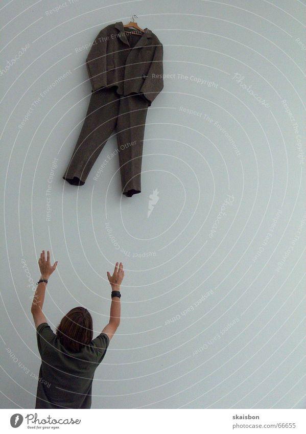 dresscode Ferne Sportveranstaltung Erfolg Mann Erwachsene Arme Hand Mauer Wand Verkehrswege Wege & Pfade Bekleidung Hose Anzug Jacke fangen oben unten Kraft
