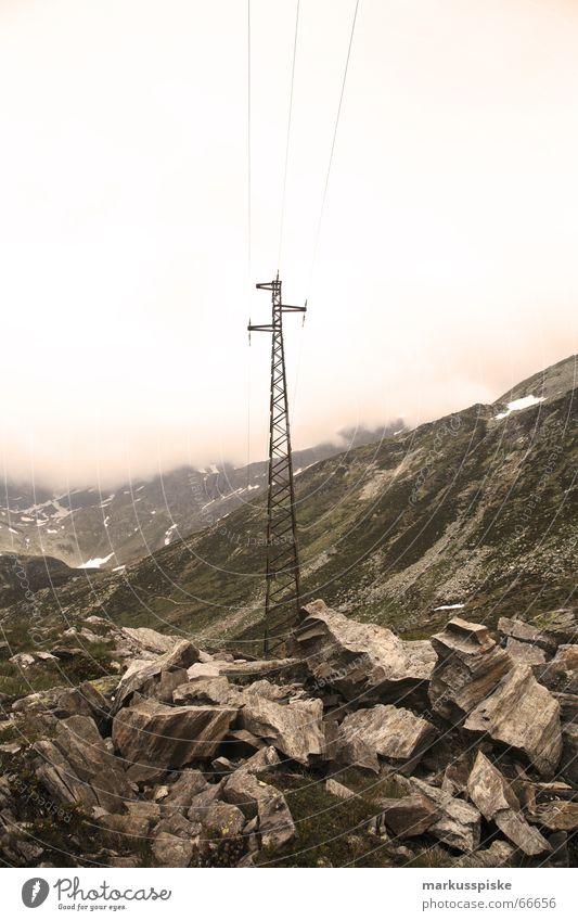 Lago di Montespluga Himmel grün Wolken Schnee Wiese Berge u. Gebirge See Felsen Elektrizität Schweiz Italien Alpen türkis Leitung Strommast alpin