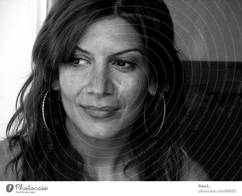 stilles Lächeln Frau Mensch schön Sommer Freude Gesicht ruhig feminin Stil lachen Denken Gelassenheit Gedanke Ohrringe Porträt