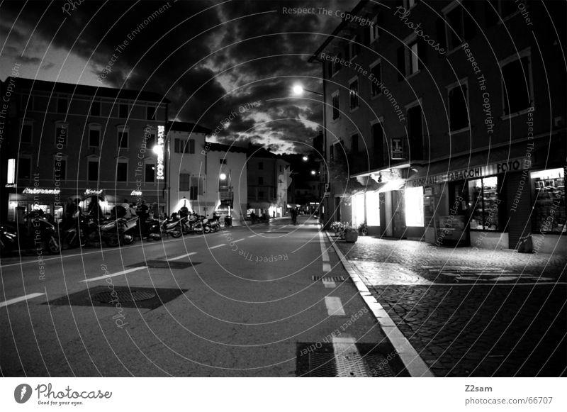 streetlights_torbole Italien Nacht Licht Gardasee way Straße Langzeitbelichtung Abend night Wege & Pfade