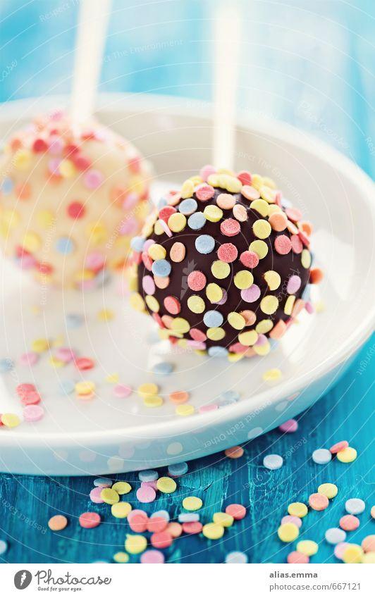 bunte schoko cake pops Kuchen Schokolade Backwaren amerikanisch Konfetti Zuckerstreusel pop cakes bälle rund klein süß Besenstiel lecker Speise Essen
