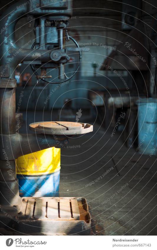 Werkstatt blau alt gelb Architektur Zeit Metall Arbeit & Erwerbstätigkeit Technik & Technologie Vergänglichkeit Industrie Beruf Fabrik Vergangenheit Rost Stahl