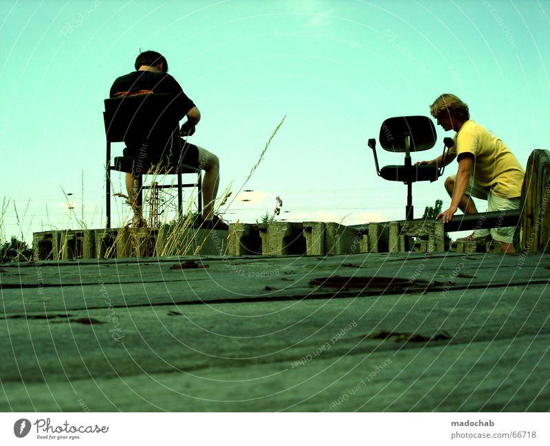 IM WAHN DER BILDERFLUT Mensch Himmel Mann blau Sommer Freundschaft Zusammensein sitzen Pause Stuhl Industriefotografie Klettern Aussicht entdecken Gesellschaft (Soziologie) Tribüne