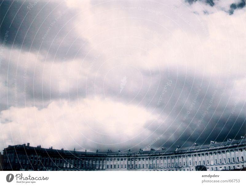 bathcastle Himmel Haus Wolken Fenster rund Dach Burg oder Schloss Schornstein
