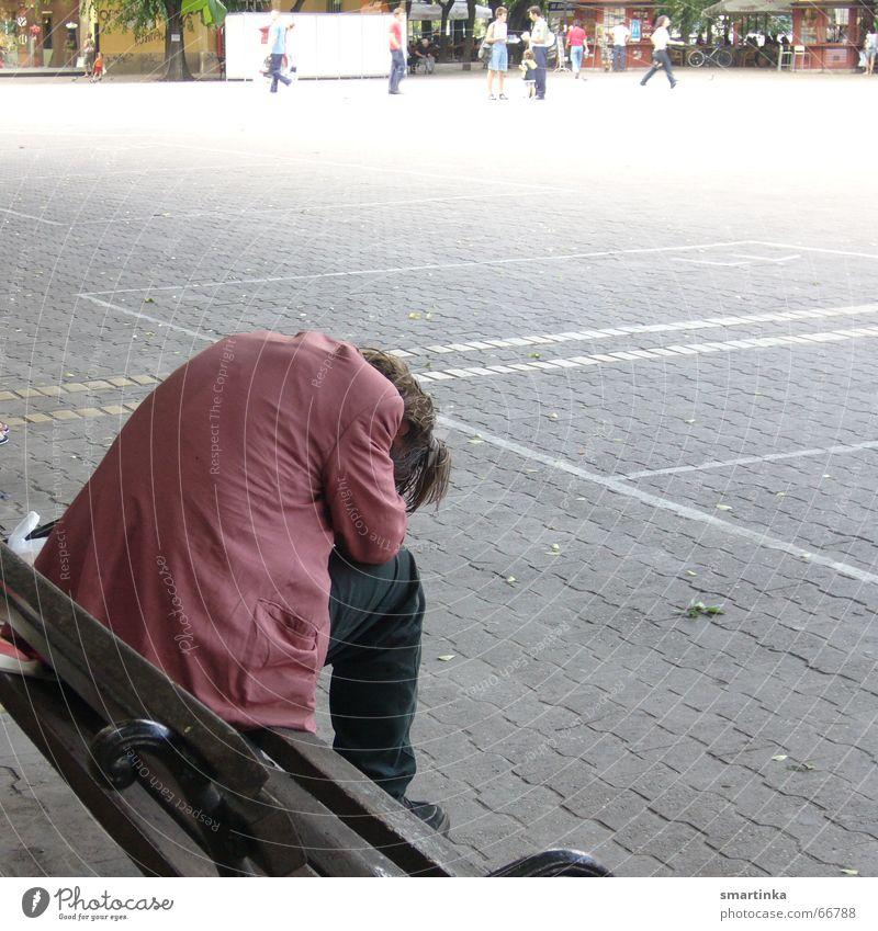 BalkanBlues II. Mensch Einsamkeit Traurigkeit Trauer Bank Verzweiflung Problematik Hoffnungslosigkeit Außenseiter obdachlos aussperren Balkan