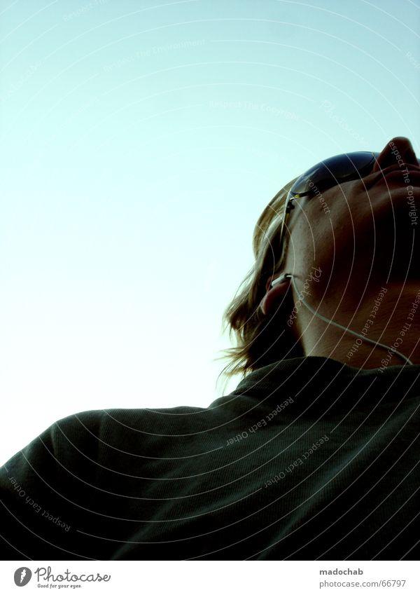 DER BEWEIS | portrait male people typ man mann person junge Mensch Himmel Mann blau schön Sommer Wolken Gesicht Leben Freiheit fliegen oben Wetter Wind