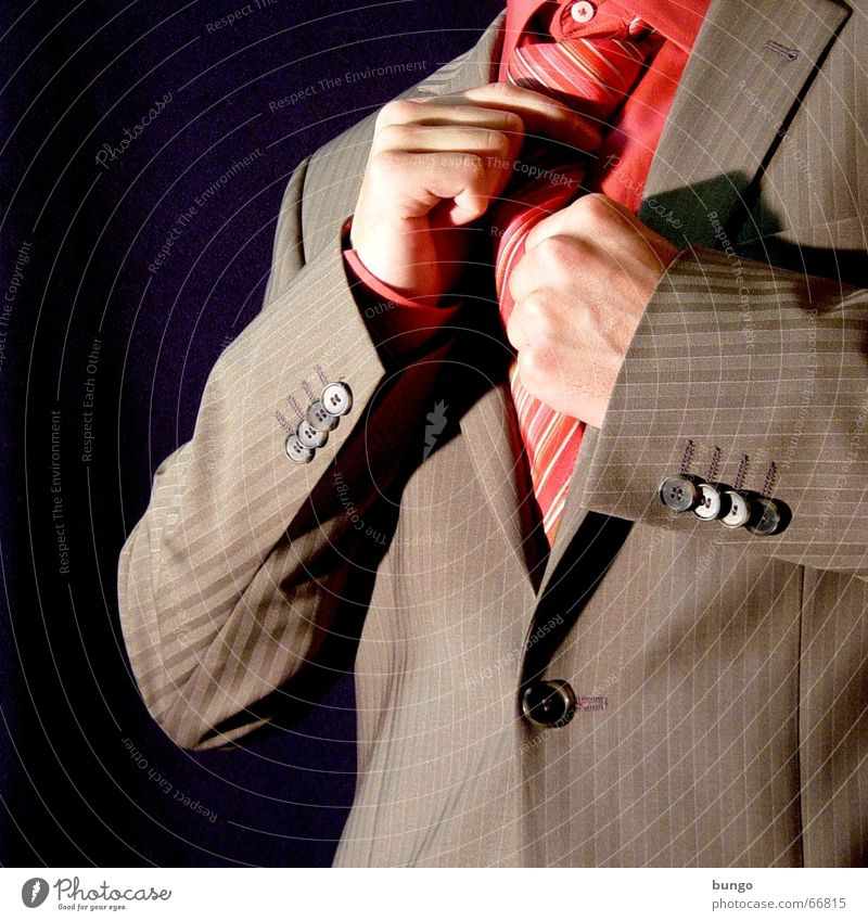 intentio Mann Hand schön rot Freude braun Feste & Feiern rosa elegant Ordnung Erfolg Finger Bekleidung Spiegel Hemd Anzug