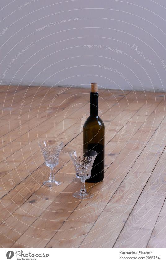 #668154 Getränk Alkohol Wein Flasche Glas Feste & Feiern Holz braun rot weiß Pause Bodenbelag Holzfußboden Kristallgläser Rotwein genießen minimalistisch