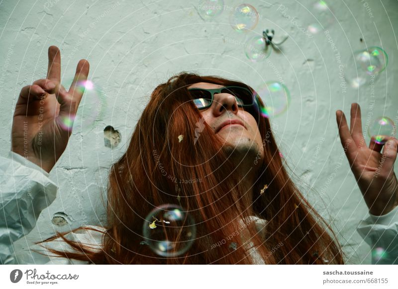 STUDIO TOUR | Bubbles, Peace & Coolness Mensch Mann Freude Erwachsene Liebe Feste & Feiern Haare & Frisuren Lifestyle Party Zufriedenheit dreckig frei verrückt
