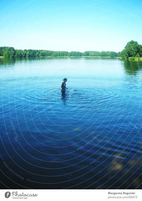 see Mensch Wasser Himmel grün blau Sommer Einsamkeit Wald kalt See Teich Angeln Erfrischung