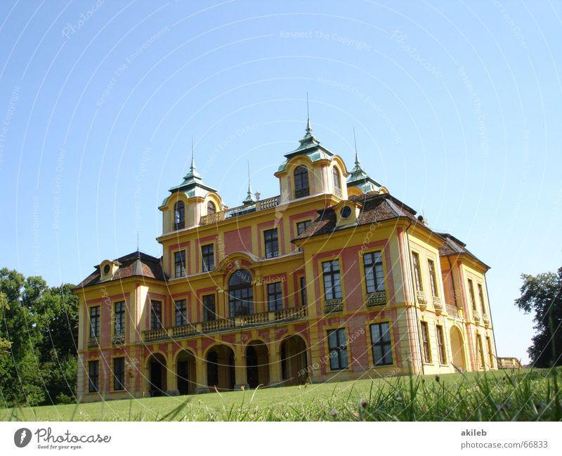 Schieflage Haus Sommer reich Reichtum Park Turm Gras elegant Außenaufnahme Burg oder Schloss Rasen Himmel