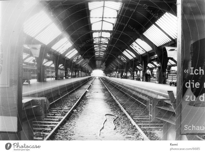 Central Stadt Kraft Architektur Eisenbahn Tourismus Gleise Bauwerk Bahnhof Symmetrie Sehenswürdigkeit Zürich Kontrast Schienenverkehr