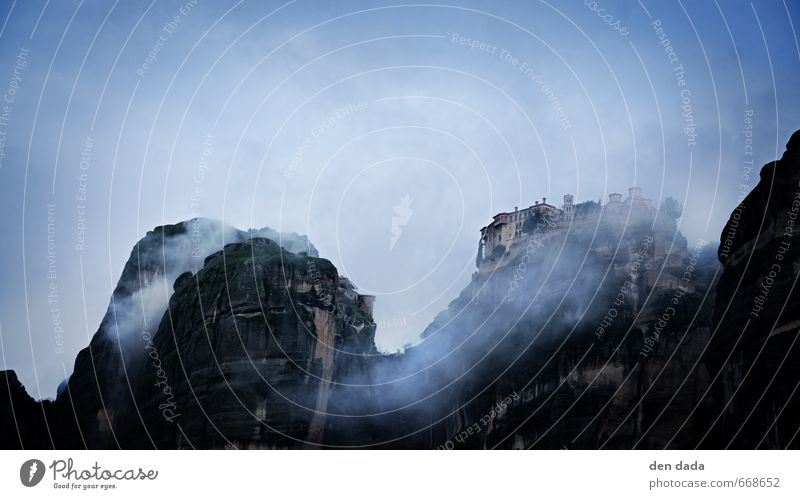 Kloster in den Wolken Ferien & Urlaub & Reisen blau Ferne Berge u. Gebirge Freiheit außergewöhnlich Kunst Wind Tourismus fantastisch Abenteuer Gipfel