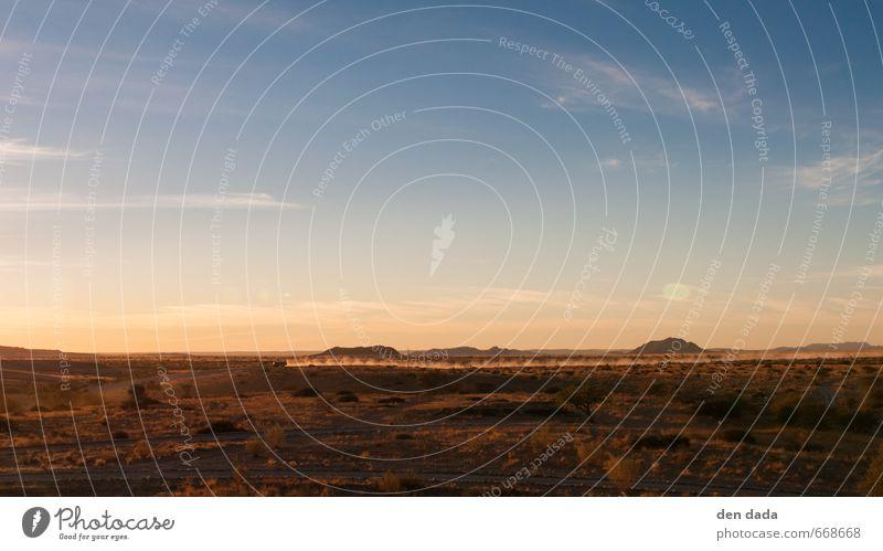 Safari Umwelt Natur Landschaft Sand Himmel Sommer Schönes Wetter Wüste Namib Namibia Afrika Menschenleer Autofahren Fahrzeug jeep Bewegung Unendlichkeit