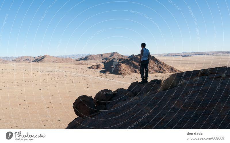 Namib maskulin 1 Mensch Natur Landschaft Sand Wolkenloser Himmel Horizont Sommer Felsen Berge u. Gebirge Namib Rand Gipfel Wüste Namibia Menschenleer Straße