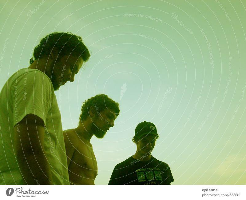 Die drei Könige Freundschaft Mann Stil Sommer Zusammensein Partnerschaft Mensch grün Abenddämmerung Stimmung 3 erleben Generation Menschengruppe Himmel Blick