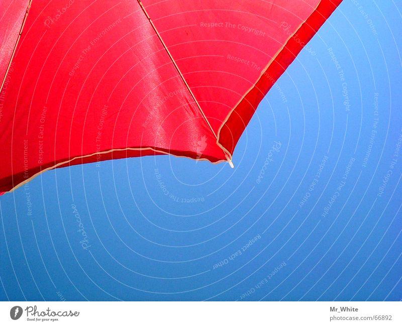 Der Sonnenschirm-Kontrast Strand Meer Physik Regenschirm Sand Wärme