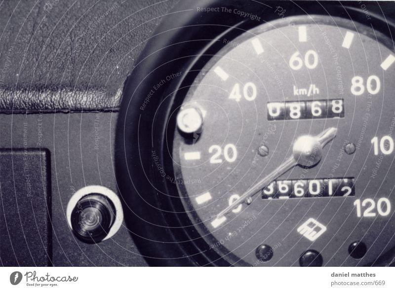 nostalgie Tachometer Geschwindigkeit Fototechnik PKW Trabbi Schwarzweißfoto