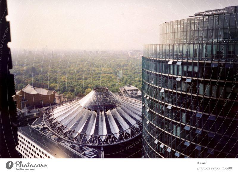 Sony Center Berlin Wald Stadt Potsdamer Platz Vogelperspektive Hochhaus Park Architektur Luftaufnahme