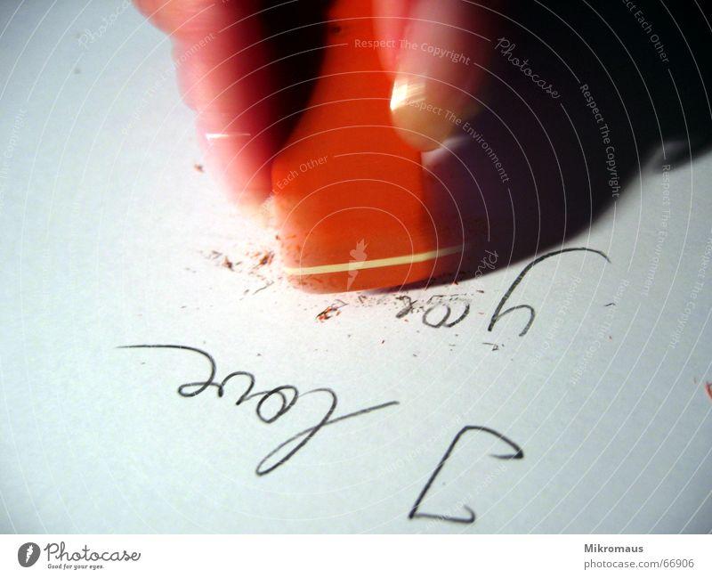 vorbei Liebe vergangen Finger Papier Radiergummi Vergangenheit Trauer Ende Sehnsucht Erinnerung Liebeskummer Schmerz Gefühle Vergänglichkeit Verzweiflung