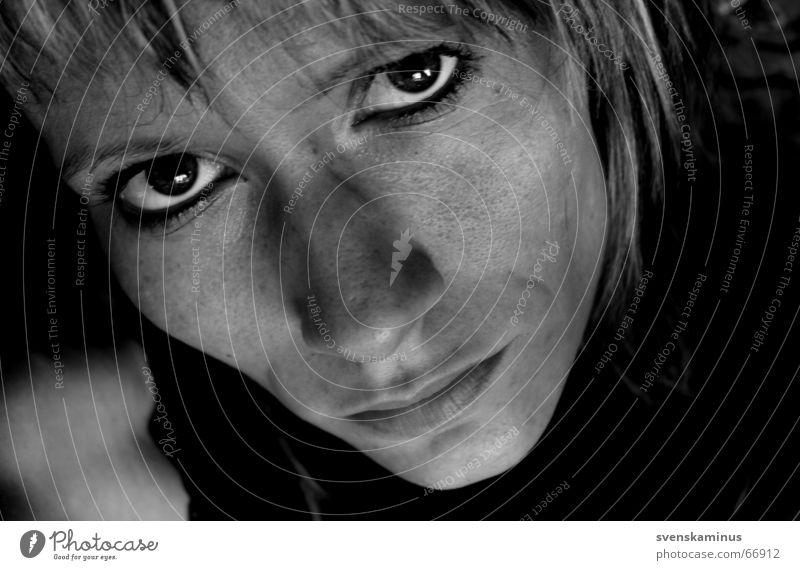 svenska Porträt ernst Trauer Gesicht Auge Nase Mund Blick Traurigkeit