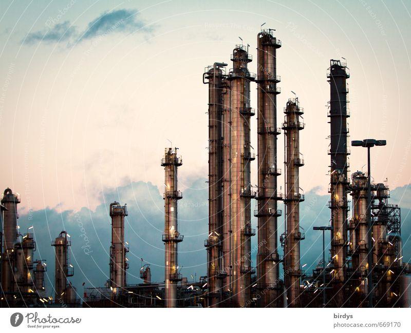 Industriearchitektur Himmel Wolken dunkel Beleuchtung Deutschland glänzend leuchten Klima Turm viele Konkurrenz Umweltverschmutzung Industrieanlage