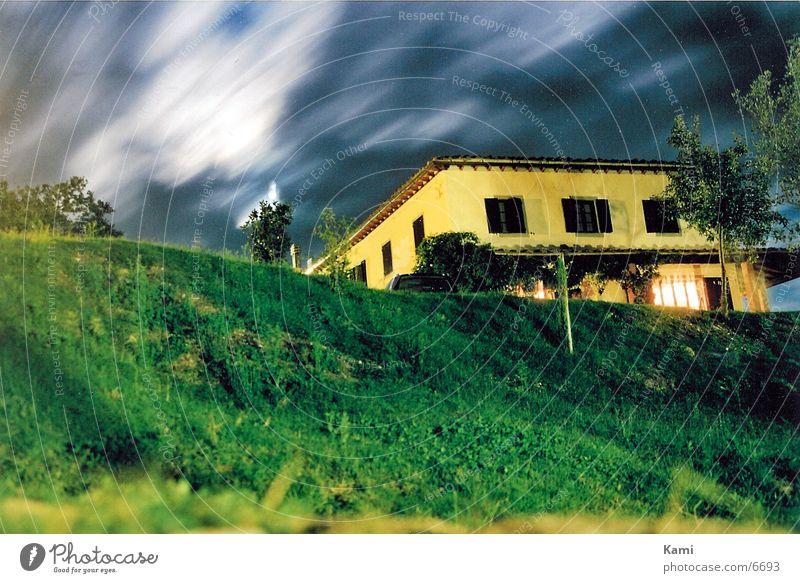 Stormy Night Toskana Nacht Wolken Club