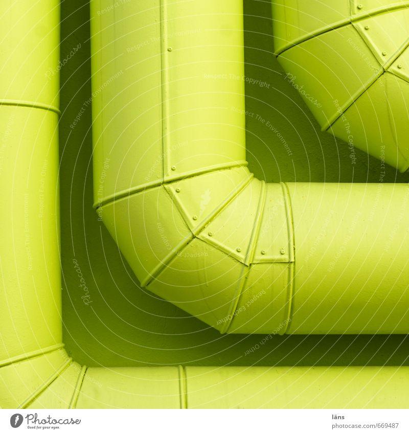 Ecke grün Haus Wand Gebäude Mauer Metall Ordnung Zusammenhalt Eisenrohr Rohrleitung Versorgung