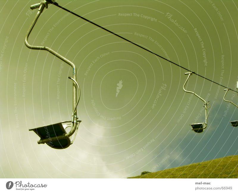einsamer sessellift Sesselbahn grün Einsamkeit Schweben Seilbahn Ferien & Urlaub & Reisen Gewitter Berge u. Gebirge