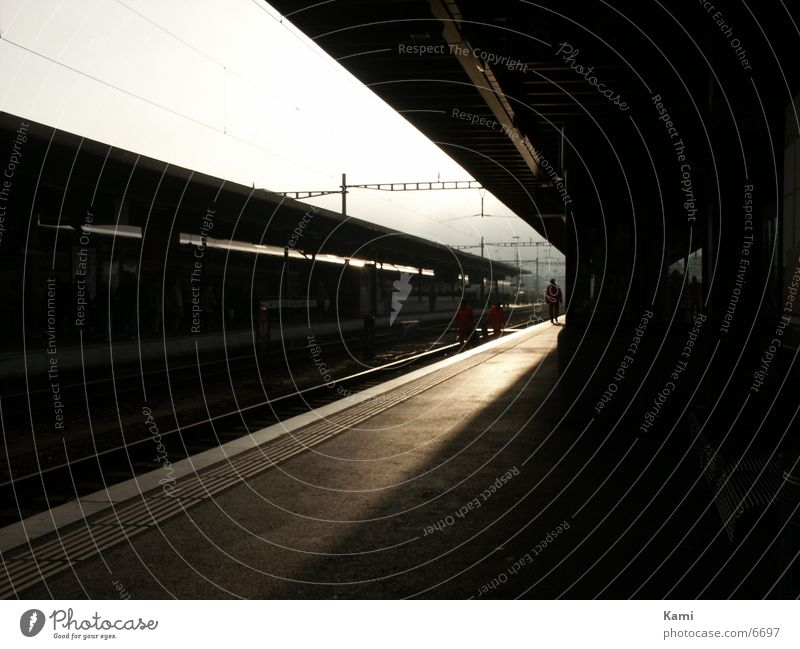 früh am morgen ... Verkehr Bahnhof Bahnsteig Biel