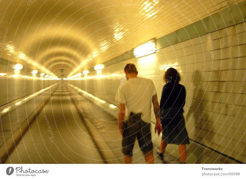 ...Ende aus - alles gut? gelb Straße träumen Traurigkeit Paar Wege & Pfade Freundschaft paarweise Tunnel Zusammenhalt Sankt Pauli-Elbtunnel