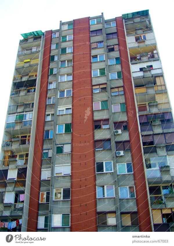 BalkanBlues III - Individualisten Haus Gebäude Wohnung Hochhaus trist Häusliches Leben Plattenbau Ghetto