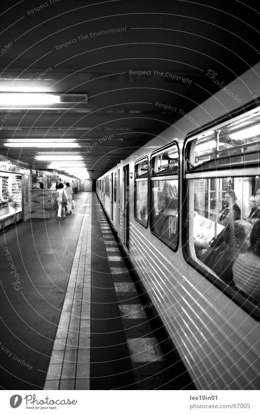 UndergroundStyle Mensch Stadt Farbe dunkel Berlin Deutschland Armut Geschwindigkeit Europa Eisenbahn Bahnhof Technik & Technologie Gastronomie Gleise tief U-Bahn