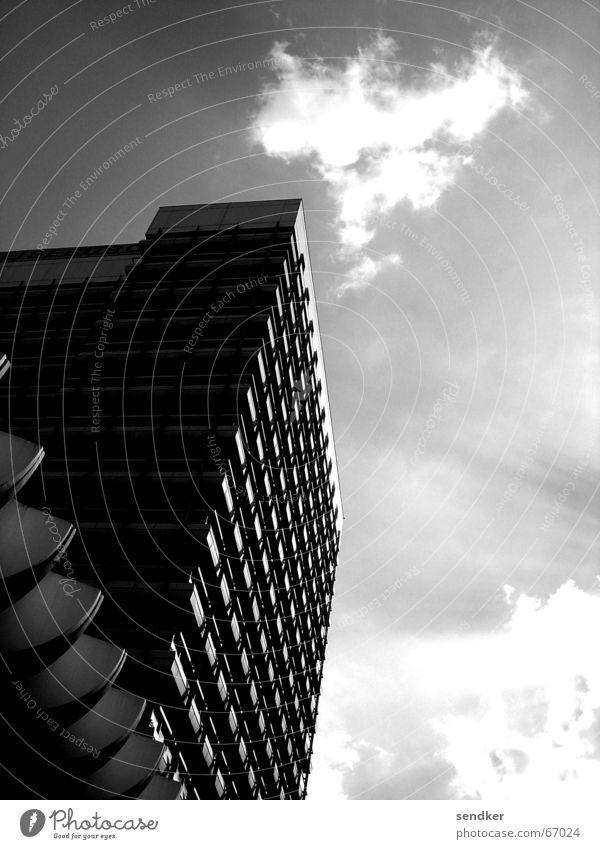 Alex Sonne Wolken Berlin stark Symmetrie Anschnitt Alexanderplatz Festung
