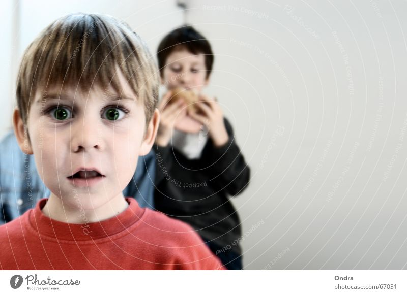Frechdachs Kind Freude Gesicht Junge lustig Ernährung maskulin verrückt Gesichtsausdruck Grimasse