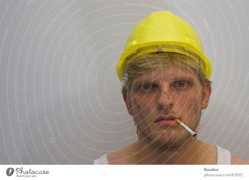 Am Bau 1 Montage Arbeiter Arbeit & Erwerbstätigkeit Gerüstbauer Dachdecker Helm Zigarette Baustelle Leiharbeiter Schutzhelm Ingenieur Maschine Porträt Zeche