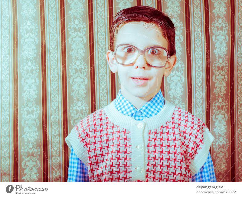 Mensch Kind alt weiß schwarz Liebe Junge klein Glück Mode Paar Lifestyle Kindheit Lächeln niedlich retro
