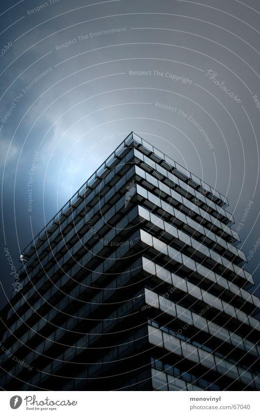 Kante Hochhaus Wolken Fenster dunkel Ecke Gewitter Provinz Glas
