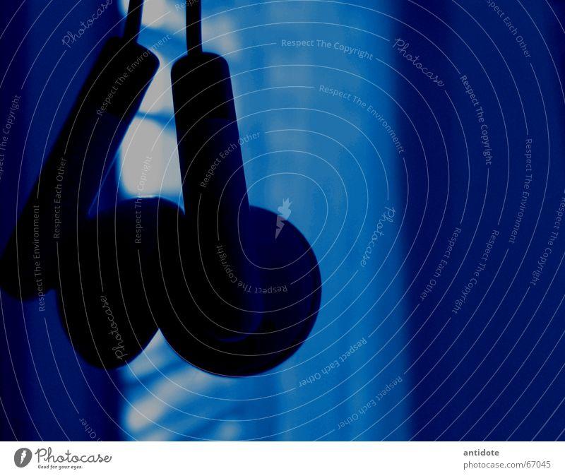 Music in the air Musik Hiphop Jazz Nanometer hell-blau himmelblau MP3-Player Kopfhörer Innenaufnahme Rockmusik klein blue Anordnung Vergangenheit Punk player