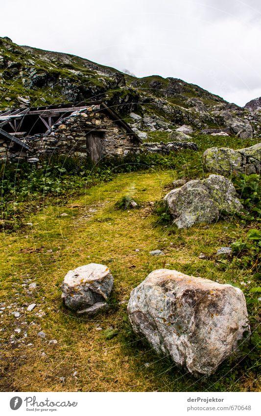 Zwei Brocken und eine Hütte Natur Ferien & Urlaub & Reisen Pflanze Sommer Einsamkeit Landschaft Ferne Berge u. Gebirge Umwelt Wand Gefühle Wege & Pfade Mauer